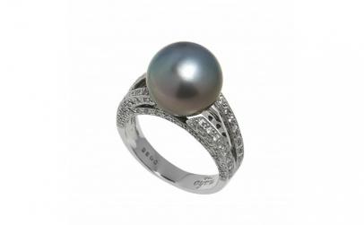 Inel din aur alb cu diamante si perla