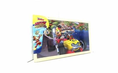 Puzzle Mickey si pilotii de curse