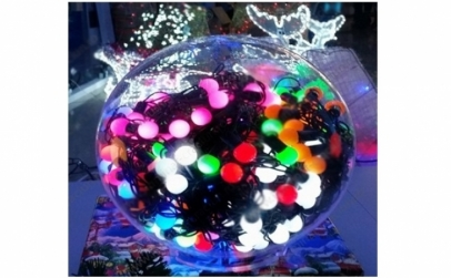 Instalatie multicolora cu globulete