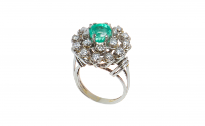 Inel din aur alb 18K, cu smarald