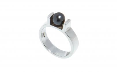 Inel din argint cu perla neagra