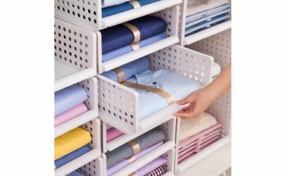 Raft stratificat pentru depozitare haine