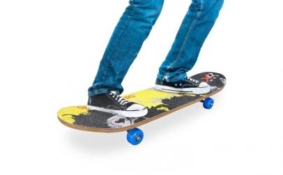 Skateboard din Lemn (4 ro  i)