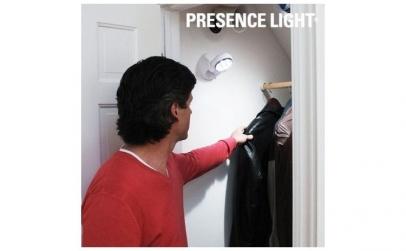 Lampa LED cu bateri si senzor de miscare