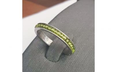 Inel din argint cu margele verzi