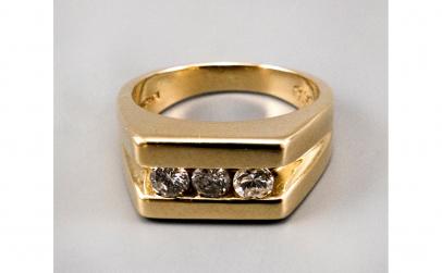Inel din aur galben 14K cu trei diamante