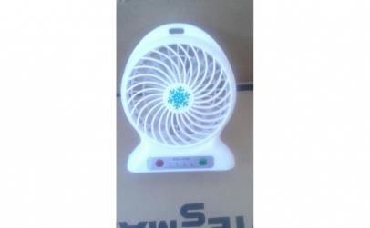 Ventilator de birou cu acumulator