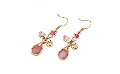 Cercei aurii din sticla de opal roz in