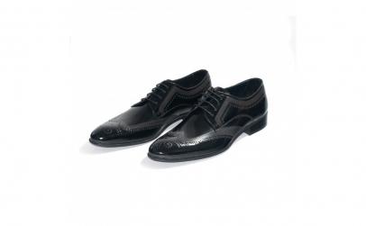 Pantofi negri de lac, Luis