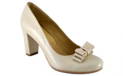 Pantofi dama bej lucrati manual - Piele