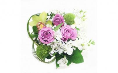 Aranjament de masa cu trandafiri lila