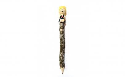 Creion din lemn cu figurina, Fetita