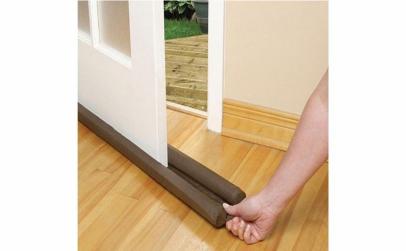 Perna pentru usa impotriva frigului