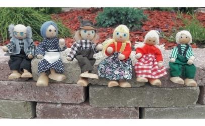 Familie de 6 papusi din lemn