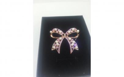 Brosa Perle si cristale
