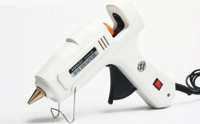 Pistol de lipit cu silicon la cald