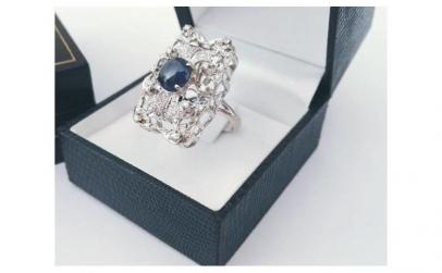 Inel aur alb cu safir si diamante