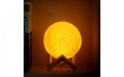Lampa Moon 3D cu suport lemn, alb rece