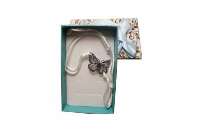 Bratara alba impletita cu fluture