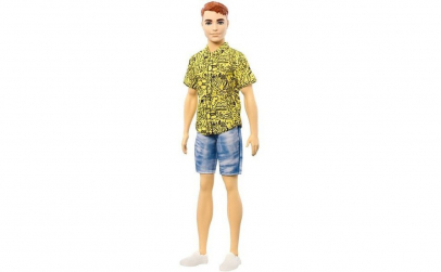 Papusa Ken cu pantoloni scurti si camasa