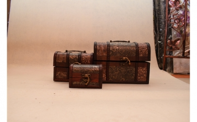 Setul de 3 cufere, din lemn cu aspect an