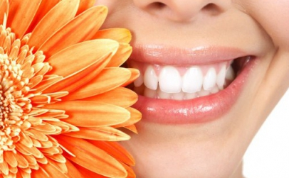 2 coroane dentare din ceramica