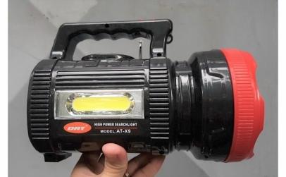 Lanterna LED cu panou solar