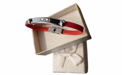 Bratara rosie gravata cu Litera A