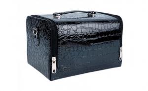 Geanta make-up model mic - imitatie piele crocodil  la doar 99 RON in loc 210 RON
