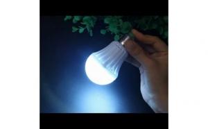 Bec inteligent lampa de urgenta cu acumulator 7W, la doar 29 RON redus de la 59 RON