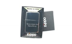 Bricheta ZIPPO gravata personalizata cu textul tau