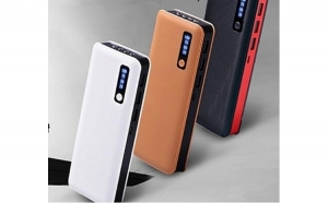 Baterie externa 30000 mah, cu 3 usb-uri si lanterna, pentru telefoane tablete camere foto/video