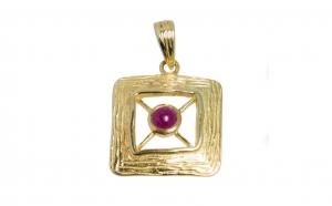 Pandantiv din argint placat cu aur de 14 K, ornamentat cu rubin