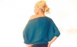 Bluza Fluture, din colectia designerului Carmen Grigoriu, disponibila in 4 culori, la 49 RON in loc de 109 RON