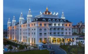 Side Royal Palace 5*