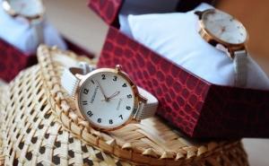 Ceas elegant de dama + cutie Cadou, la doar 89 RON in loc de 178 RON