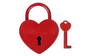 Lacat metalic rosu in forma de inima