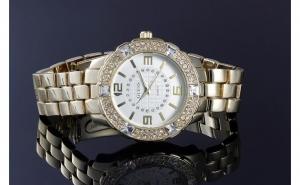 Ceas de dama, model cu multe cristale + cutie de cadou, la doar 99 RON in loc de 249 RON