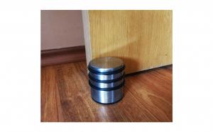Opritor metalic de usa