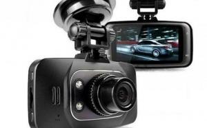 Camera video auto GS8000L FULL HD la doar 134 RON in loc de 415 RON