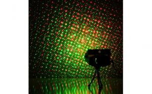Mini Proiector Laser cu efect de artificii si stelute, cu doua diode incorporat: rosu si verde, este un ambiental perfect pentru numeroase ocazii, la doar 69 RON in loc de 142 RON