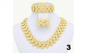 Seturi Deluxe cu elemente de cristal Austria: colier, cercei, bratara si inel, placate cu aur 18K, 5 modele disponibile, la  doar 149 RON in loc de 429 RON