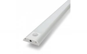 Lumina LED cu senzor de mişcare PIR