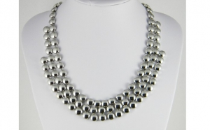 Colier fashion buline argintii, la doar 29 RON in loc de 58 RON