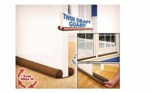 Protectia anti curent Twin Draft Guard va rezolva problema curentului de aer creat in casa din cauza neimbinarii perfecte a usilor cu tocul sau podeaua, dar si problema ferestrelor ne-ermetice. Acum la pretul de 45 RON in loc de 119 RON.