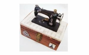 Cutie bijuterii din lemn cu aplicatii manuale, la 115 RON in loc de 230 RON