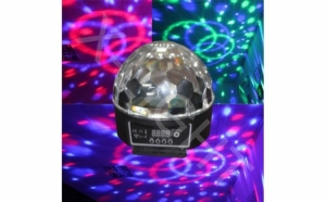 Creeaza efecte speciale cu Globul Disco cu MP3 Player, boxe incorporate, cititor de stick USB si card si Jocuri de Lumini in ritmul Muzicii - Crystal LED Magic Ball + Stick CADOU la doar 88 RON in loc de 249 RON