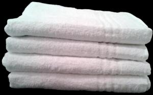 Set 2 prosoape de baie - dimensiuni 100/150,  albe simple sau albe cu bordura albastra, calitate superioara, la doar 89 RON in loc de 180 RON