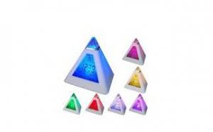 Ceas piramida multicolora cu termometru,calendar si alarma la doar 29 RON in loc de 69 RON