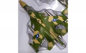 Avion militar de jucarie